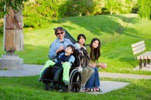 Pagalba šeimoms, auginančioms neįgalius vaikus – ranka pasiekiama